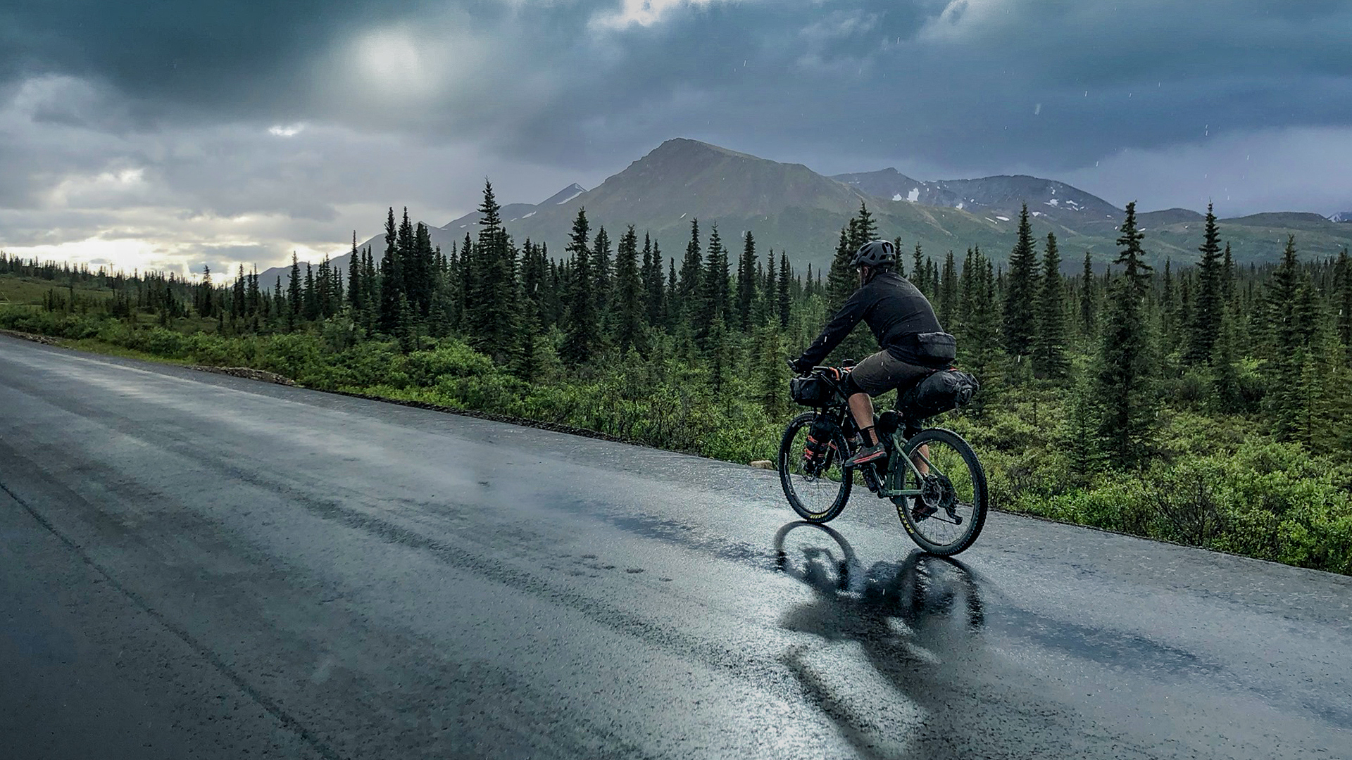 Bikepacking Alaska | Pedaling towards Denali